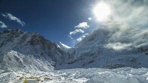Изкачванията на Еверест ще бъдат ограничени този сезон заради почистване