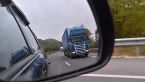 Заради съмнителни практики на администрацията депутати предлагат саморегулация на превозвачите