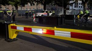 Един човек загина, след като бус блъсна хора близо до фестивал в Холандия