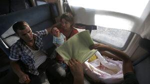 Бебе се роди в парижки влак и ще се вози безплатно, докато стане на 25 г.
