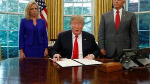 Тръмп се отказа да разделя мигранти от децата им