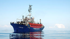 Италия конфискува два кораба, превозващи мигранти