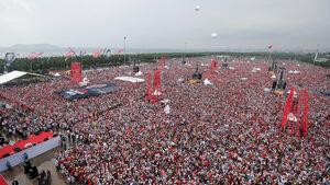 Ердоган се изправя пред неочаквано изпитание на най-важните избори в Турция от над 15 г.
