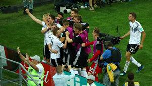 Фотогалерия: Германската радост след победния гол в 95-ата минута