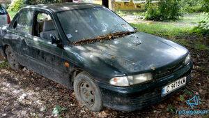 Изоставена кола пред разруха