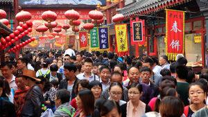 Икономиката на Китай се забавя преди търговската война със САЩ да има ефект