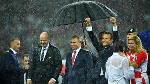 """Путин е направен от захар и други шеги за """"онази снимка"""" от световното"""