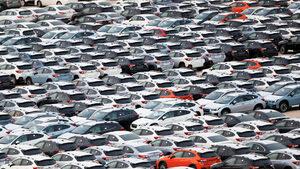Продажбите на нови коли в страните от ЕС се повишиха с почти 3% за полугодието