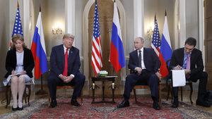 Конгресмен поиска преводачката на Тръмп да свидетелства за разговора с Путин