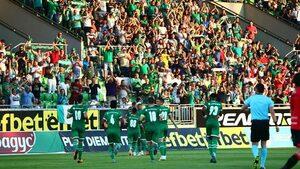Сезонът в Първа лига: Неравната борба продължава