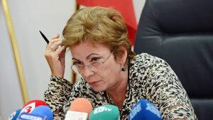 """Вечерни новини: КЗК скандално забрани сделките за """"Нова тв"""" и ЧЕЗ, ЕС наложи мита на стоманата"""