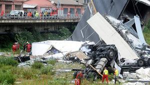 Поне 30 души са загинали при срутване на мост в Италия (обновена, видео)