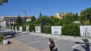 """Кметът на Бургас предлага разширение на площада вместо мол на терена до """"Тройката"""""""