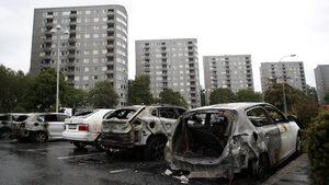 Подпалването на сто коли разпали предизборен дебат в Швеция