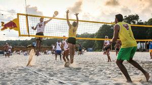 Варненски отбор спечели нестандартен турнир по плажен волейбол