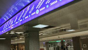 Мъж е в болница с нараняване, след като се е хвърлил на релсите на метрото