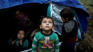 Гърция мести хиляди имигранти от островите към вътрешността на страната