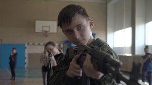"""Видео: Деца в Русия пеят """"ние вече сме войници"""""""