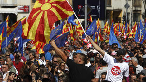 Гласовете на албанците в Македония ще решат изхода от референдума за името, сочи проучване
