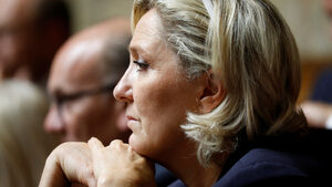 Френски съд реши Марин льо Пен да бъде подложена на психиатрична експертиза