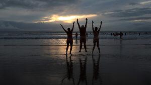 Фотогалерия: Голи в Северно море за благотворителност