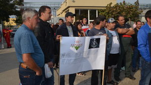 """Протестиращите от """"Винпром Карнобат"""" заплашват с гражданско неподчинение"""