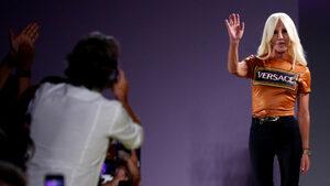 """Американската """"Майкъл Корс"""" купува """"Версаче"""" за близо 2 млрд. долара"""