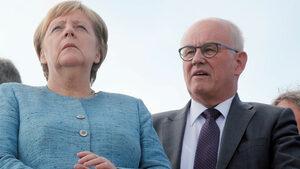 Меркел понесе удар, след като неин приближен не бе преизбран на висш пост в парламента