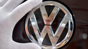 """Планираните въглеродни норми застрашават 100 хил. работни места във """"Фолксваген"""""""