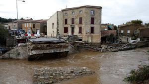 Най-малко 12 човека загинаха в най-тежките за повече от век наводнения във Франция (видео)