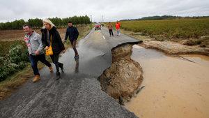 """Фотогалерия: """"Дъжд като за няколко месеца"""" наводни район в Югозападна Франция"""