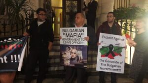 "Протест срещу ""геноцида в България"" посрещна Румен Радев в Лондон"