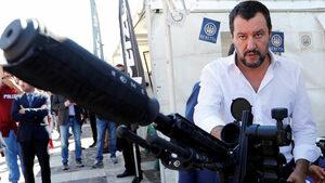 """Санкциите на ЕС срещу Русия са """"икономическа, социална и културна лудост"""", каза Салвини"""