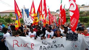 Риаче - мигрантското селище в Италия, което се бори за оцеляването си