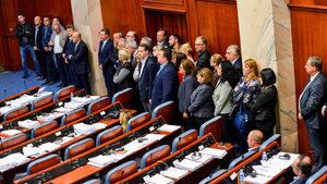 ВМРО-ДПМНЕ изключи депутатите, гласували за промяна на името на Македония