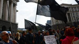 Протестиращите срещу Симеонов се заканиха да продължат да се събират до оставката му