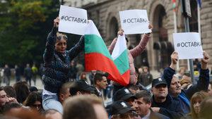 Протестите с искане за оставката на Валери Симеонов продължават и днес