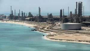 Саудитска Арабия свива производството на петрол с 0.5 млн. барела дневно от декември