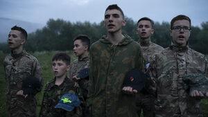 В летен лагер на украински националисти деца се учат да убиват