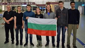 С пет медала се върнаха българските ученици от олимпиадата по астрофизика