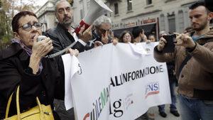 Италиански журналисти протестираха срещу нападките на властта