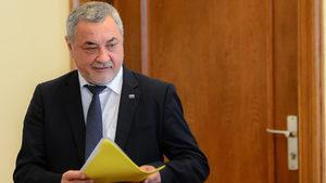 Валери Симеонов подаде оставка в опит да намали напрежението