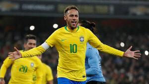 Спорна дузпа донесе победа на Бразилия над Уругвай