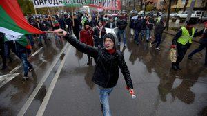 Площадът иска оставка, организаторите на протестите - неясно какво