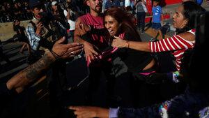 Мексиканци край границата със САЩ протестираха срещу мигрантите от Централна Америка