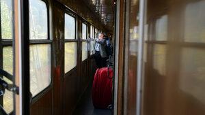 Влак дерайлира край Симитли заради паднали скали на релсите