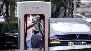 Tesla сваля цените в Китай заради търговската война