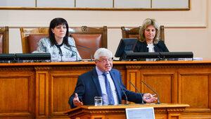 Правителствена болница има над 30 млн. лв. дългове, каза здравният министър