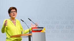 Наследникът на Меркел може да сложи край на либералното отношение към мигрантите
