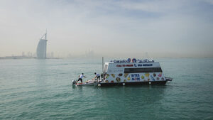 В Дубай се появи плаващ супермаркет